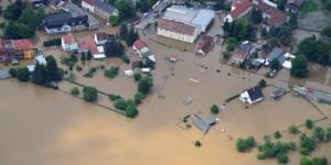 So können Unternehmen vom Hochwasser betroffene Mitarbeiter:innen unterstützen - Ecovis Düsseldorf, Köln und Langenfeld