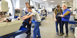 Apprenticeship in France: Exceptional Financial Aid to Employers Who Recruit Young Apprentices - ECOVIS International