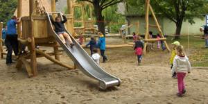 """Kinderspielplatz Multikulti in Sanitz, Projekt """"Zusammenspiel"""" - Ecovis & friends Stiftung"""