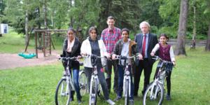 Fahrräder für ein Rostocker Asylbewerberheim - Ecovis & friends Stiftung
